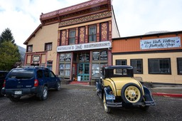 Vintage shops and cars