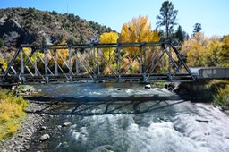 The river flow through Durango